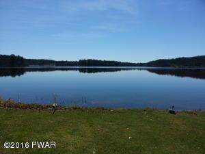176 Fawn Lake Dr, Hawley, PA 18428