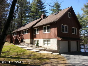 134 Hemlock Point Ct, Hawley, PA 18428
