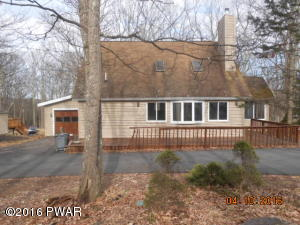 149 Rodeo Dr, Hawley, PA 18428