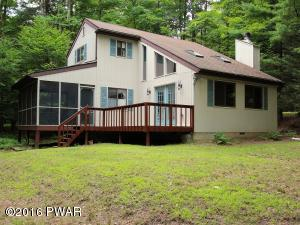 106 CLUBHOUSE Dr, Greentown, PA 18426