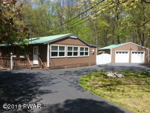 810 Buckhorn Ct, Hawley, PA 18428