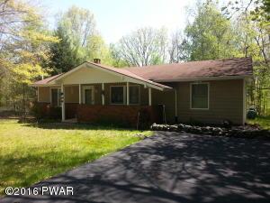 126 Oak Ridge Cir, Hawley, PA 18428