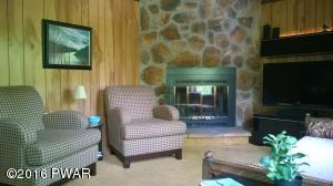 206 Upper Lakeview Dr, Hawley, PA 18428