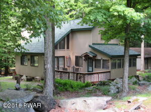 213 Oak Dr, Greentown, PA 18426