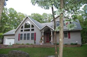 806 Overlook Ct, Lords Valley, PA 18428