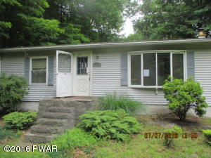 34 Windsor Rd, Hawley, PA 18428