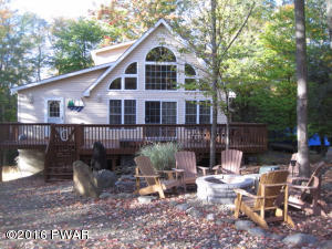 1041 Green Valley Cir, Lake Ariel, PA 18436