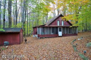 127 Oakwood Dr, Greentown, PA 18426