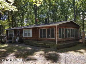 137 Buckhorn Dr, Hawley, PA 18428