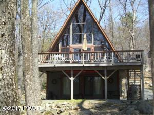 110 Mustang Dr, Lords Valley, PA 18428