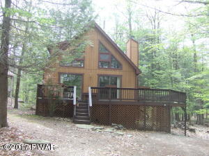 Super sized Deck, 3 Bedrooms, 2 Full Baths located at a very convenient location!