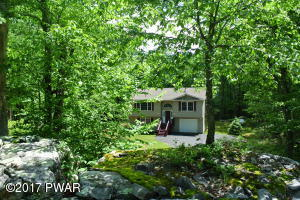102 Mildred Ct, Dingmans Ferry, PA 18328