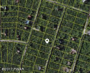 View Dr, Greentown, PA 18426