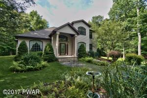 Just 3 Blocks from Lake Wallenpaupack!