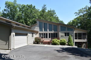 220 Country Club Dr, Lords Valley, PA 18428