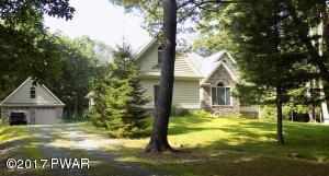 42 Holiday Dr, Hawley, PA 18428