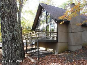 526 Maple Ridge Dr, Lords Valley, PA 18428
