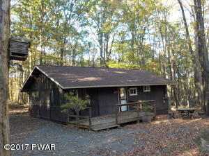 800 Willow Ct, Hawley, PA 18428