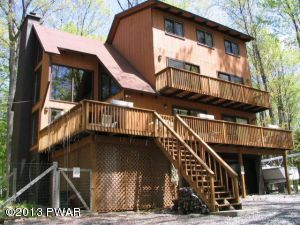28 Lakeside Dr, Lakeville, PA 18438