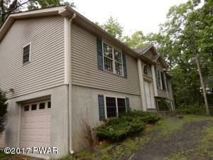 218 Comstock Dr, Hawley, PA 18428