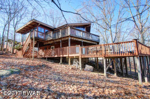 148 Powderhorn Dr, Lackawaxen, PA 18435