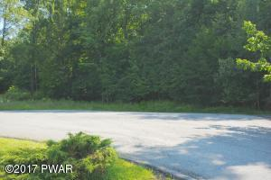 231 Holiday Dr, Honesdale, PA 18431