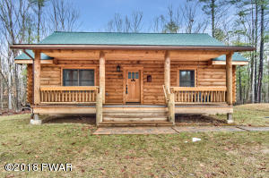 115 Clubhouse Dr, Hawley, PA 18428