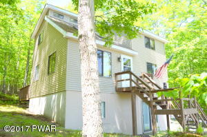 313 Powderhorn Dr, Lackawaxen, PA 18435