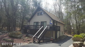 1776 Roamingwood Ct, Lake Ariel, PA 18436