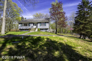 217 Upper Lakeview Dr, Hawley, PA 18428