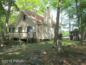 162 Powderhorn Dr, Lackawaxen, PA 18435