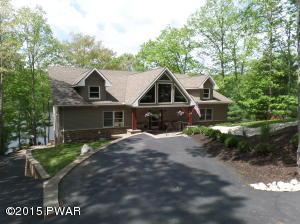97 Woodledge East Lake Dr, Hawley, PA 18428