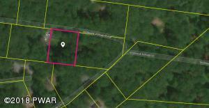 39 Millbrook Hillside Cir, Greentown, PA 18426