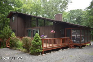 106 Stirrup Ln, Lords Valley, PA 18428