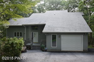 204 Canterbrook Dr, Lords Valley, PA 18428