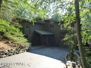 122 Roan Dr, Lords Valley, PA 18428