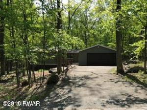 135 Willow Dr, Lords Valley, PA 18428