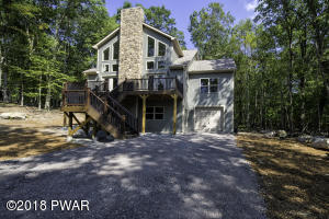 128 Powderhorn Dr, Lackawaxen, PA 18435