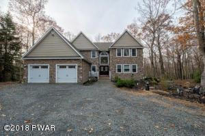 212 Canterbrook Dr, Lords Valley, PA 18428