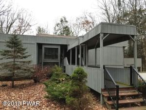 222 Country Club Dr, Lords Valley, PA 18428