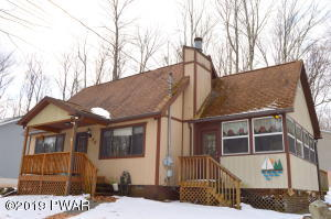 1068 Indian Dr, Lake Ariel, PA 18436