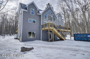 206 Powderhorn Dr, Lackawaxen, PA 18435