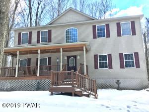 1046 Wildwood Ct, Lake Ariel, PA 18436