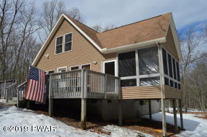 105 Waterview Dr, Lords Valley, PA 18428