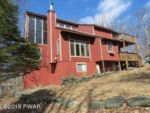 106 High Point Ct, Hawley, PA 18428
