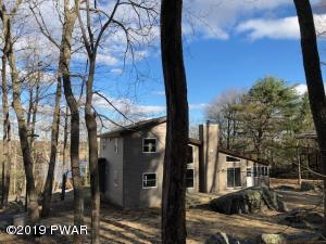 124 Waterview Dr, Hawley, PA 18428