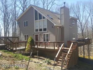 111 Maple Ct, Hawley, PA 18428