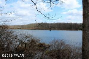 1030-1038 Wintergreen Ct, Hawley, PA 18428