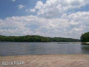 1548 Lakeview Dr, Lake Ariel, PA 18436