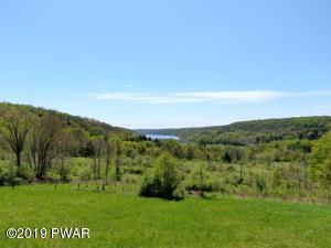 Creek Dr, Prompton, PA 18456